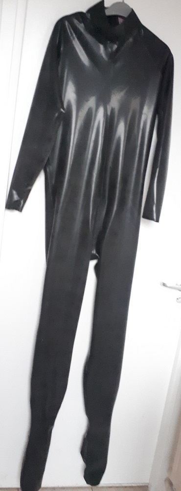 latex catsuit-neck-entry